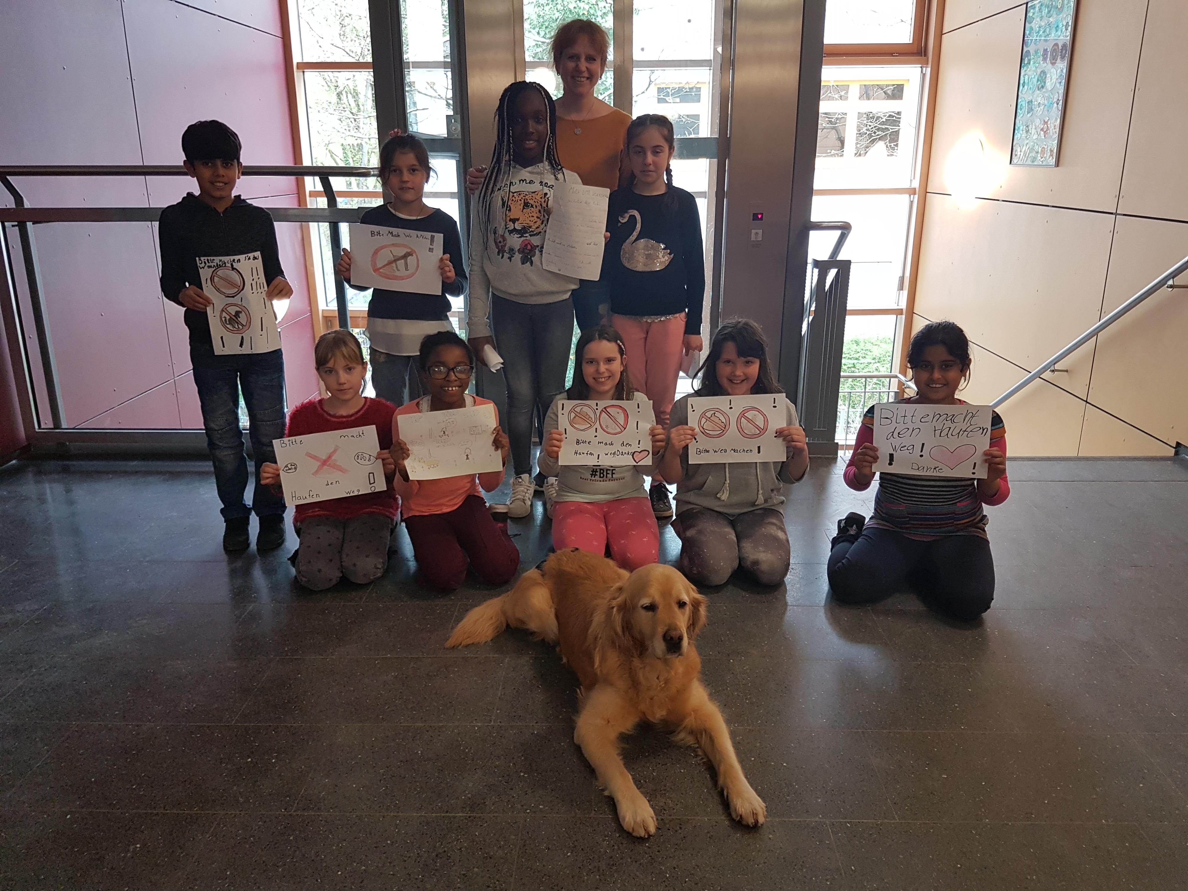 Alle Teilnehmer der Hunde-AG